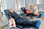 Příjem dárců krve covid nezastavil, ale snížil jejich potřebu. Teď je poptávka opět vysoká.