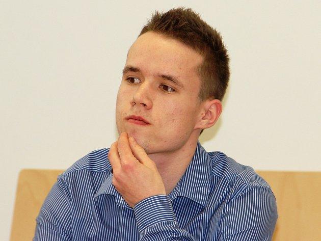 Do herny v centru Jihlavy, v níž před tím prohrál všechny peníze, se Miroslav Svoboda vrátil hodinu po půlnoci. Měl s sebou také kuchyňský nůž.
