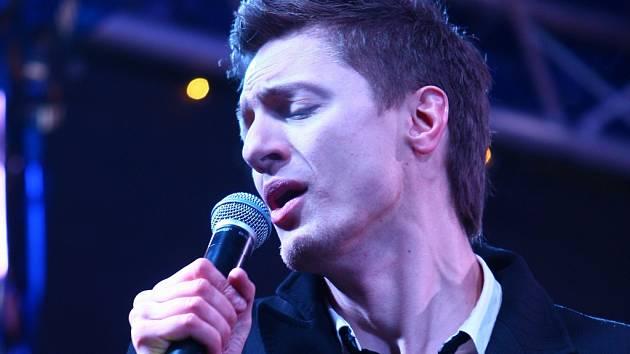 Ondřej Ruml. Zpěvák, který se dostal do povědomí publika díky televizní talentové soutěži vystoupí v pátek v Jihlavě.