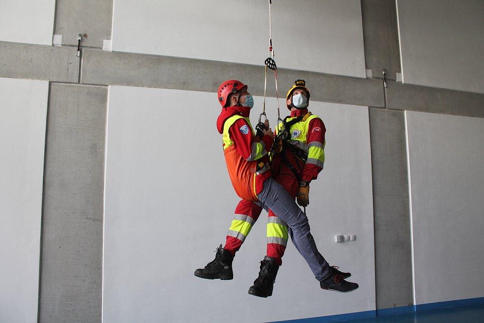 Výcvikové centrum Zdravotnické záchranné služby Kraje Vysočina má unikátní torzo vrtulníku.