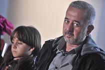 Syrský uprchlík Usáma Abdal Muhsín (vpravo) a jeho syn Zaíd (vlevo) byli v sobotu hosty 19. ročníku Mezinárodního festivalu dokumentárních filmů Jihlava.
