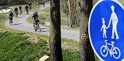 Cyklostezka Jihlava – Třebíč – Raabs  se v neděli dopoledne otevřela veřejnosti. Slavnostní akt si v Jihlavě na Masarykově náměstí a u základního kamene cyklostezky v Křižíkově ulici pod Brněnským mostem nenechalo ujít na pět set cyklistů.