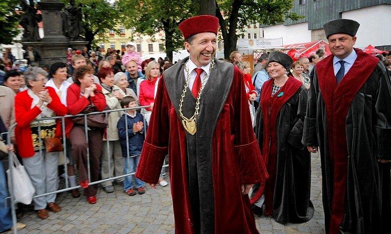 Jihlavou prošel Havířský průvod. Na snímku primátor města Jaroslav Vymazal.