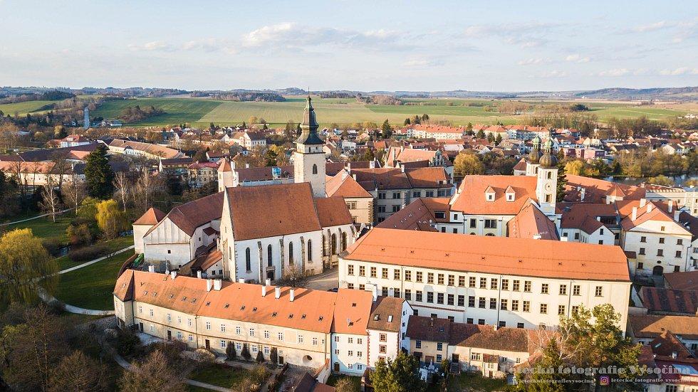 Pohled na centrum historické Telče.