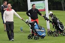 Letos v létě u příležitosti zlatého hokejového utkání v Jihlavě přijely na doplňkový golfový turnaj do resortu také hokejové hvězdy. Na snímku ve světlém svetru i Martin Straka.