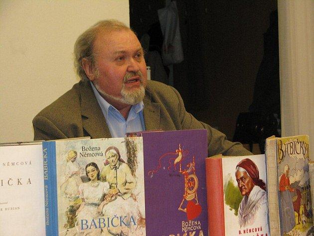 Jaroslav Kreibich vlastní 251 různých výtisků Babičky Boženy Němcové. Ke spokojenosti mu jich chybí ještě 118.