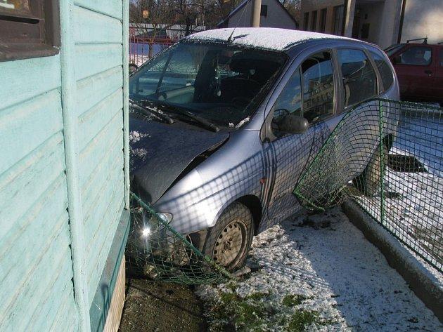 K dopravní nehodě osobního automobilu došlo v ulici 5. května v Jihlavě.
