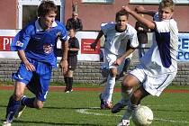 Mladší dorostenci FC Vysočina Jihlava (vlevo David Vacek) si doma vylámali na Opavě zuby a stejně jako jejich starší kolegové soupeři všechny body přenechali.