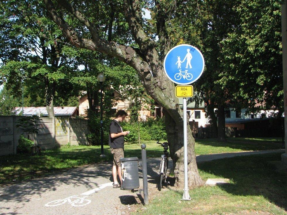 Cyklostezka od Věžní ulice po lávku u Kauflandu.