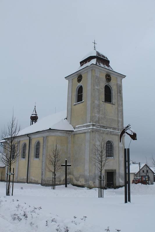 Kostel Narození Panny Marie ve Větrném Jeníkově.