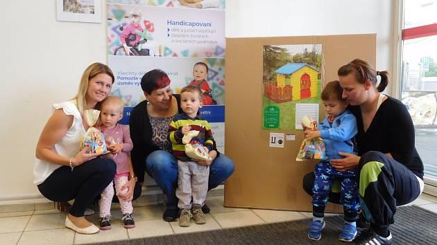 Hvězda jede. Nově vznikající centrum Hvězdička v Jihlavě dostalo dar od jihlavského hypermarketu Tesco.