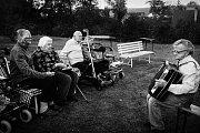 Ježíškova vnoučata udělají radost starým lidem v domovech pro seniory napříč republikou.
