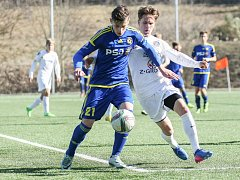 Fotbaloví starší dorostenci FC Vysočina všechna tři utkání dovedli do zdárného konce. Naposledy porazili i díky gólu Tomáše Lorence (v modrém) Třinec 2:0.