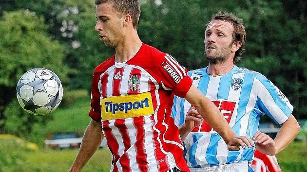 Druholigoví fotbalisté Žižkova a Čáslavi se v neděli střetli ve finále Perleťového poháru v Žirovnici, kde se po velkém dramatu radovali z cenné trofeje hráči Viktorie.