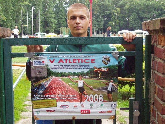 Jihlavský atlet Pavel Tůma se musel s republikovým šampionátem v desetiboji rozloučit předčasně. Pravý stehenní sval opět vypověděl službu.