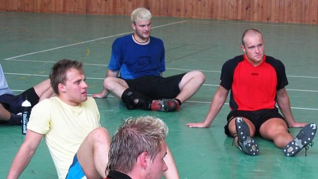 Jednou z nových tváří Dukly Jihlava bude v příští prvoligové sezoně odchovanec havířovského hokeje Martin Balčík (vlevo).