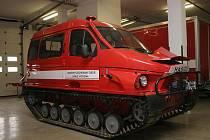 Bobr. Obojživelné pásové vozidlo mají k dispozici žďárští hasiči. Čtyřtunový stroj uveze šest lidí, třílitrový turbodieselový motor jej dokáže rozjet až na pětašedesátikilometrovou rychlost.