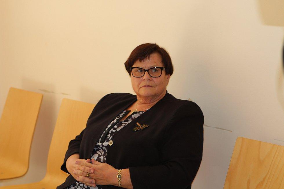 Bývalá nejvyšší státní zástupkyně Marie Benešová u Okresního soudu v Jihlavě