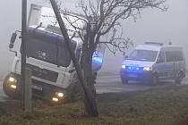 Několik poškozených aut zůstalo i po ranní nehodě uStáje na Jihlavsku.