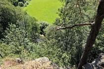 Zaječí skok. Z tohoto skalnatého vrcholu poblíž krajského města spadla do údolí čtrnáctiletá dívka z Jihlavy.
