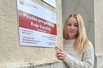 Michaela Bartoňová pracuje od roku 2018 v jihlavském Centru U Větrníku neboli Káčku, a zároveň i v Poradně pro gambling Kraje Vysočina.