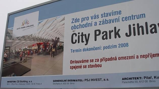 Obchodně-zábavní centrum City Park v Jihlavě roste. Mírné prosincové počasí stavebním pracím přeje.