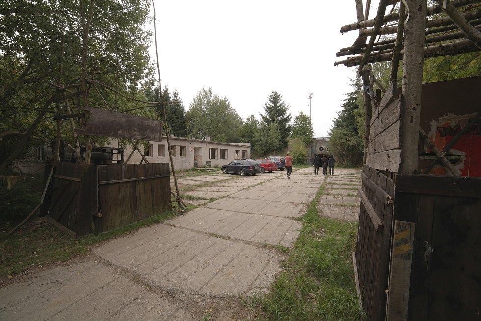 Z natáčení filmu Drsný spasitel. Raketová základna v Bratronicích.
