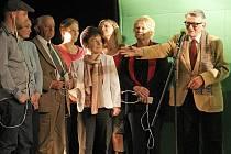 Za šestnáct ročníků jihlavského festivalu se především při slavnostním vyhlašování výsledků objevila v domě kultury celá řada vzácných hostů. Mezi dokumentaristy zavítal v roce 2009 například Vojtěch Jasný (zcela vpravo).
