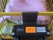 Miminka v jihlavské porodnici mají větší komfort. O pohodlí se jim stará nové vyhřívané lůžko.
