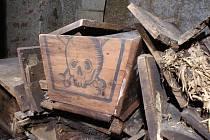 V útrobách svatojakubského kostela v Jihlavě se nacházejí tři hrobky. Archeologové Muzea Vysočiny prostor prozkoumali a zdokumentovali na snímcích. Jedna z rakví má například na sobě obrázek lebky.