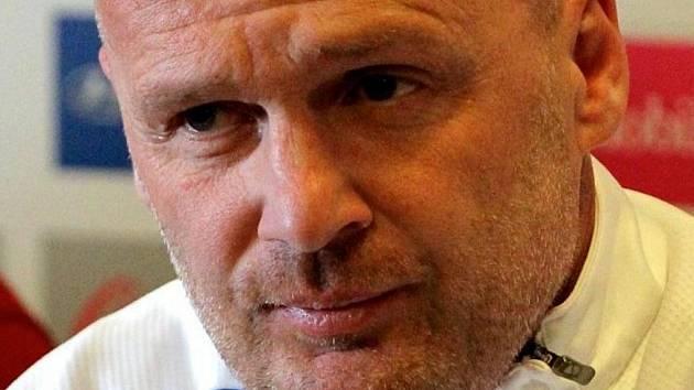 """Trenér Michal Bílek se musel podruhé v řadě dívat na příděl v jihlavské brance. """"Dělali jsme hrozné chyby,"""" posteskl si po utkání."""