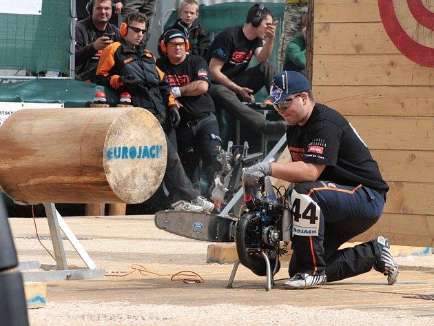 Dřevorubecké závody Eurojack se po roce 2012 v Jihlavě usadily nejspíš natrvalo. Výkonné pily v rukou siláků k nim neodmyslitelně patří.