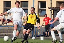 Fotbalisté Polné (ve světlejších dresech) vstoupí za devět dní do sezony s nálepkou černého koně. Také se ale traduje, že druhá sezona v krajském přeboru bývá těžší než ta první.