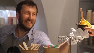 Italská zmrzlina v Jihlavě. Roste obliba ovocných sorbetů, říká prodejce