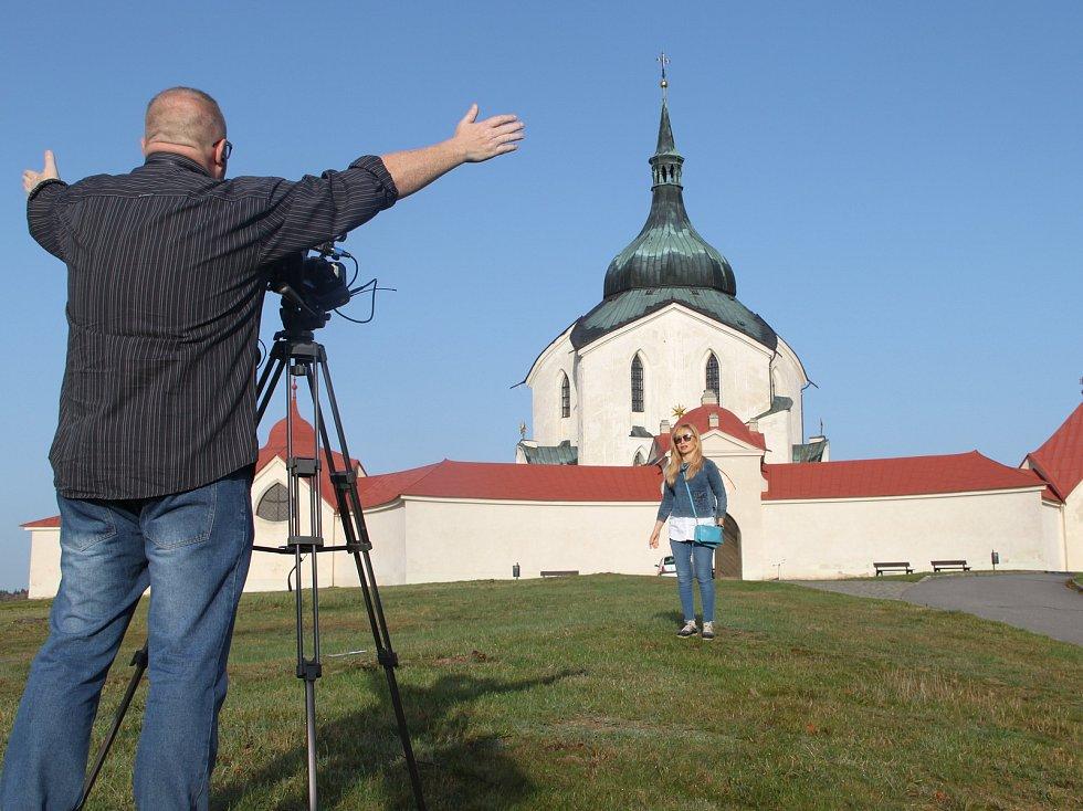 Redaktorka s kameramanem zachycují krásy Vysočiny.