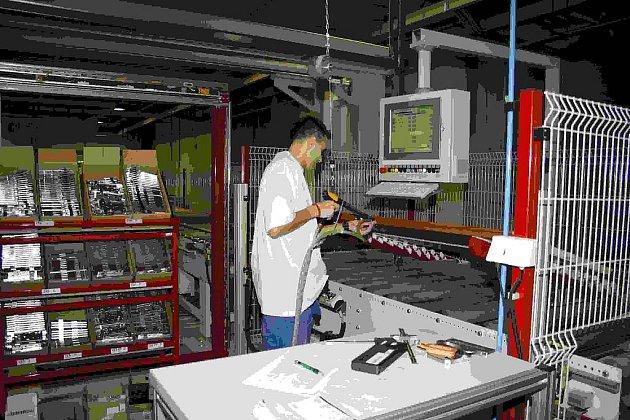 Za poslední tři roky Sapeli investovalo do modernizace výroby 300 milionů korun. Nové počítačově řízené linky v závodě Sapeli patří k nejmodernějším v České republice.