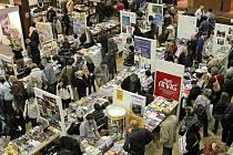 Brodský knižní veletrh se blíží. Každoročně má vysokou návštěvnost. Lidé číst nezapomněli, před kupováním nových knih však dávají přednost knihovnám.