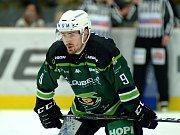 Hokejisté HC Energie (v zeleném) hostili Jihlavu. Jakub Flek
