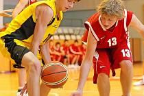 Basketbaloví kadeti BC Vysočina (u míče Tomáš Buben) na palubovkách soupeřů neuspěli. Favorizovaný Písek byl hodně tvrdým oříškem a Vyšehrad vydoloval výhru díky lepšímu úvodu a závěru.