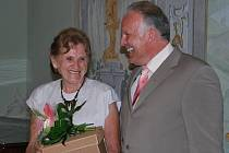 Jedním z oceněných dobrovolníků se včera ve žďárském zámku stala například Miluška Mrvková z Třebíče za 1. místo v kategorii sociálně–zdravotní.  Druhou cenu si v téže kategorii odnesli Pavel a Hana Vávrovi z Borů.