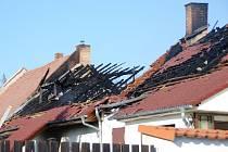 Požár domu v Úhrově si vyžádal jeden lidský život a způsobil značnou materiální škodu.
