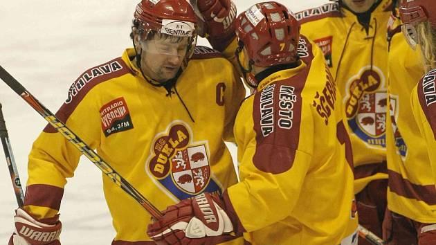 Kapitán Dukly Oldřich Bakus si v loňské sezoně na ledě s obráncem Bedřichem Ščerbanem rozuměl. Teď se musí domluvit z pozice hráč – šéf klubu.