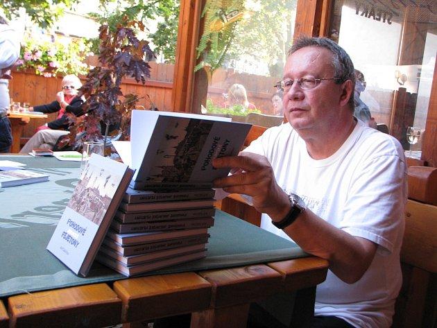 Jihlavský státní zástupce na penzi je i spisovatelem. Teď mu vychází Pohodové jihlavské fejetony.