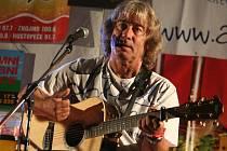 Třebíč přivítá v pondělí 10. ledna folkového zpěváka Pavla Žalmana Lohonku. Na koncertě zazní jeho největší hity.
