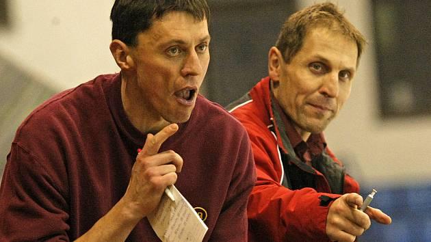 Společně s Bedřichem Ščerbanem (vpravo) a Romanem Mejzlíkem se na jihlavskou střídačku poprvé postavil nový asistent Aleš Totter. A zažil vítěznou premiéru.