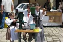 Folklor v máji si nenechaly ujít stovky lidí.