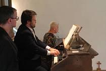 O koncert Dagmar Peckové byl velký zájem. Kdo se nevešel do kostela, ten mohl sledovat přímý přenos v kulturním domě.