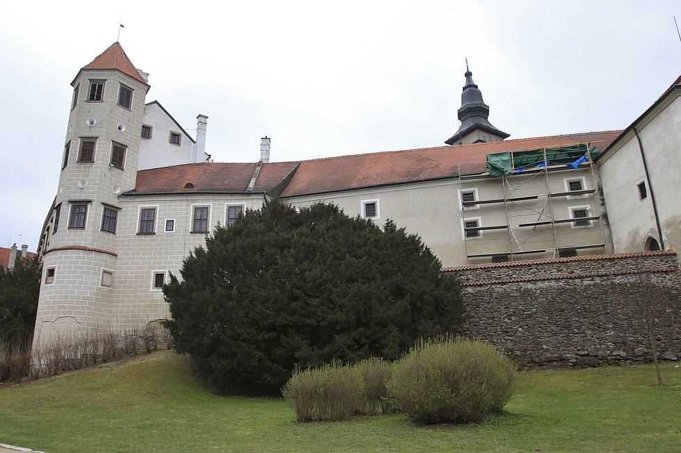 Státní zámek Telč a přilehlý zámecký park.