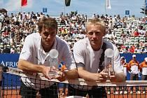 Poslední společný turnajový titul z okruhu ATP mají František Čermák (vlevo) a Leoš Friedl z antuky ve Stuttgartu. To se psal  22. červenec roku 2007.