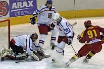 Prvoligoví jihlavští hokejisté včera změřili síly s českou akademickou reprezentací. Svěřence trenérů Jaroslava Lišky a Jana Zachrly zdolali v přestřelce 5:4.
